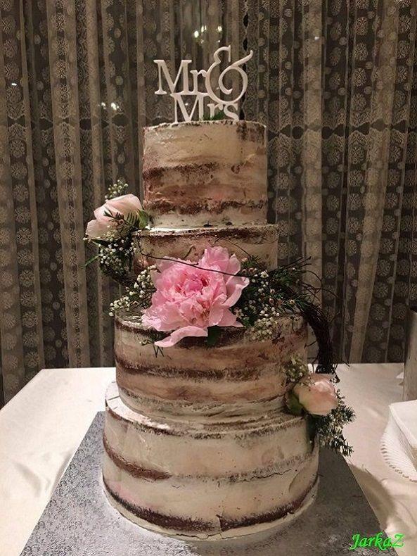 naked cake - wedding cake with vivid peonies- nahá svadobná torta so živými kvetami