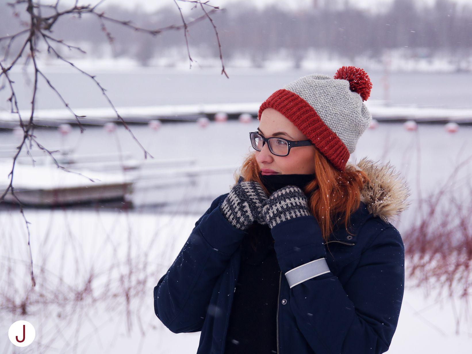 Knitted beanie, diy.   Ohje blogissa http://diyjenny.blogspot.fi/2015/01/veikea-tupsupipo-helmineuleella.html