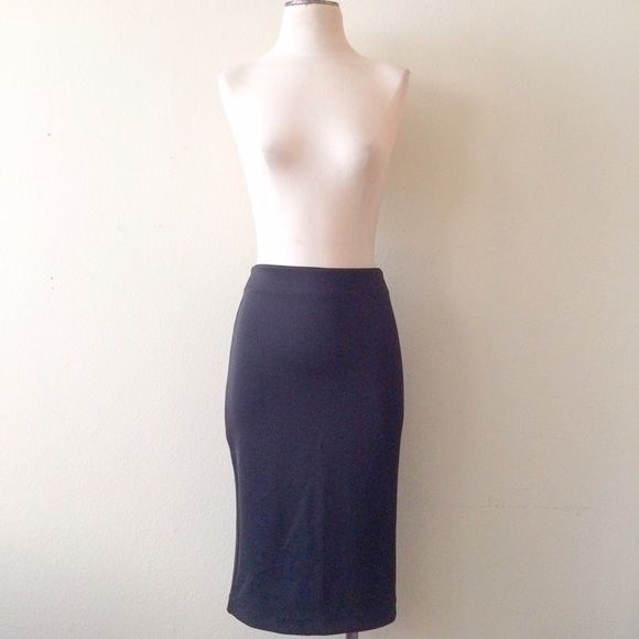 "New York & Co. Pencil Skirt NWOT.  Size 2. Runs big and will fit a size 4/6 nicely. 26 1/2"" in length. 95% polyester. 5% spandex. New York & Company Skirts"