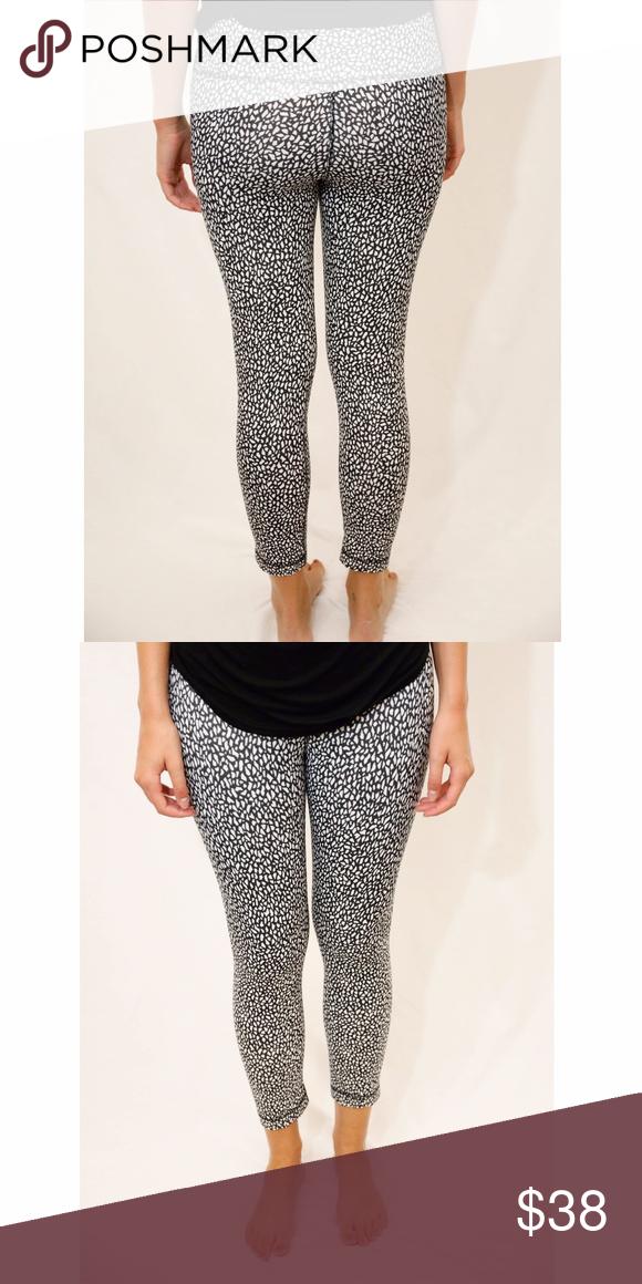 f3c56801e9e37 LuluLemon Black & White Pattern Leggings, Size 6 LuluLemon Black & White  Pattern Leggings,