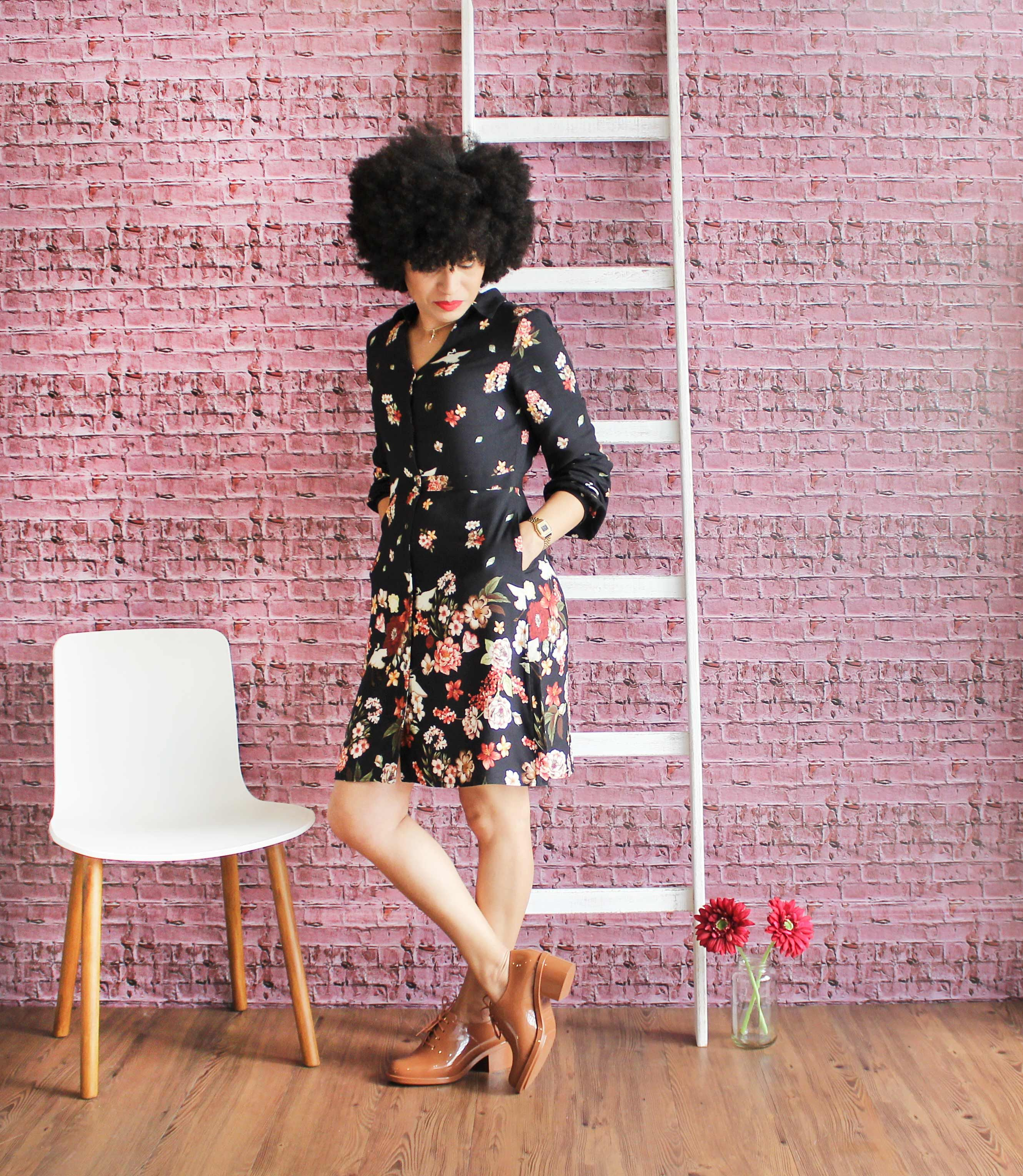 d0eb026935 Look da Jane com vestido chemise estampado combinado à Melissa Dubrovka  marrom. Doce Vida Store