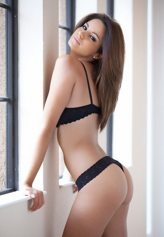 Nicci Pisarri Sexy Hot Girls