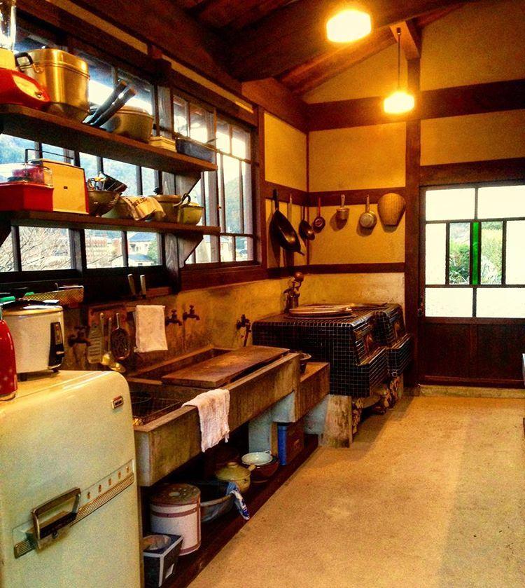 大原の古民家 台所 流し 昭和中期の改築当時を復元した台所です