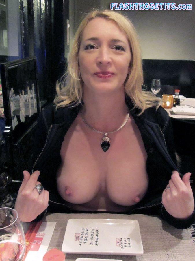 Women Flashing Tits 44