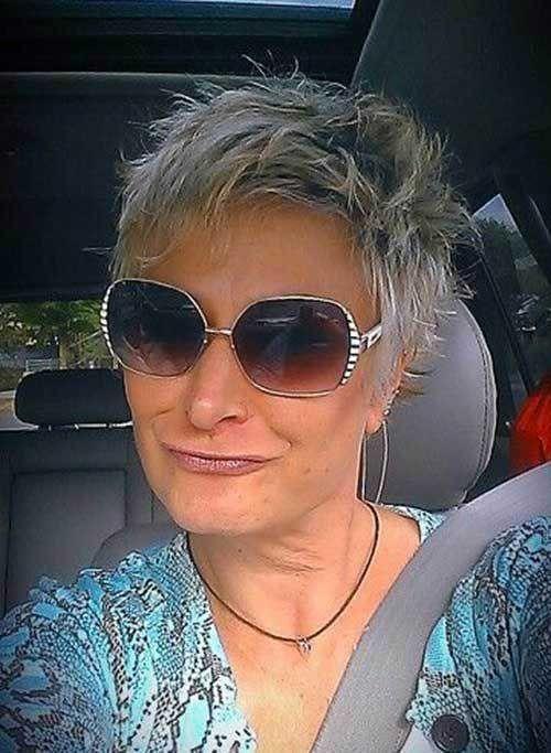 Kurzes stacheliges Haar für ältere Frauen  Kurzes stacheliges Haar für älter…