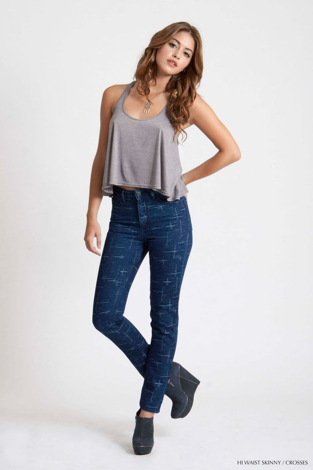 fdc126d87fc How to Look Good in High Waisted Jeans  Wear High Rise Jeans With a Crop Top