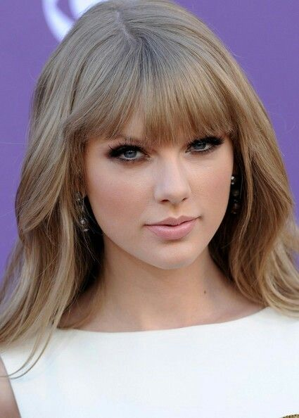 Taylor Swift Ash Blonde Taylor Swift Hair Long Hair With Bangs Taylor Swift Makeup