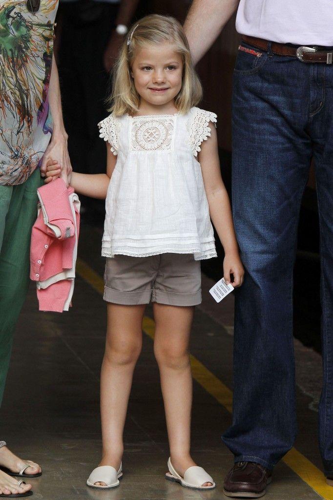 Los Príncipes de Asturias empezaron ayer sus vacaciones de verano en Mallorca junto a sus dos hijas. Por la tarde la familia ...                             …