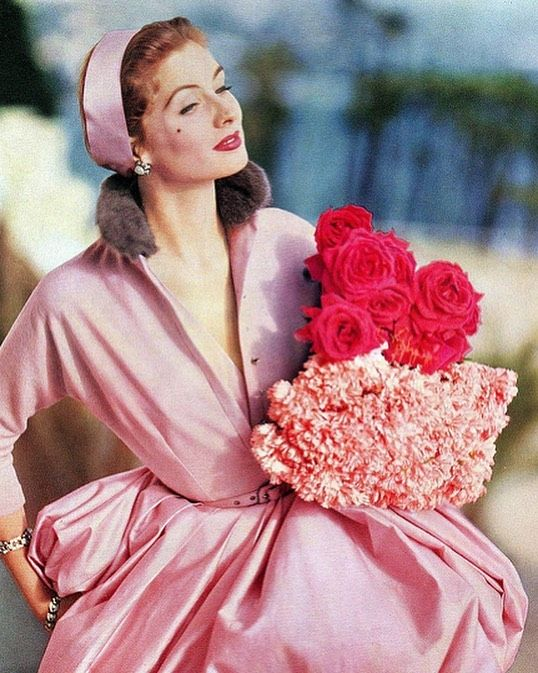 "✨ That's So Classic ✨ on Instagram: ""Suzy Parker, 1955. 🌸  . . . . . . . #1950s #50s #vintage #vintageclothing #vintagestyle #vintagefashion…"""