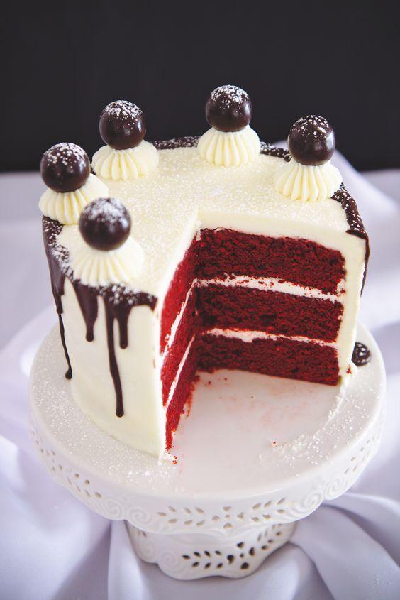 Red Velvet Cake Decoration Ideas : pretty red velvet cake decoration (7) Dessert Pinterest Ideas, Decoration and Velvet