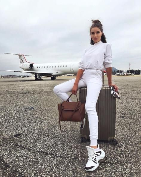 25+ Casual Airport Travel Outfit Ideas for Your Next Trip – Hello Bombshell!    Airport comfy chic style