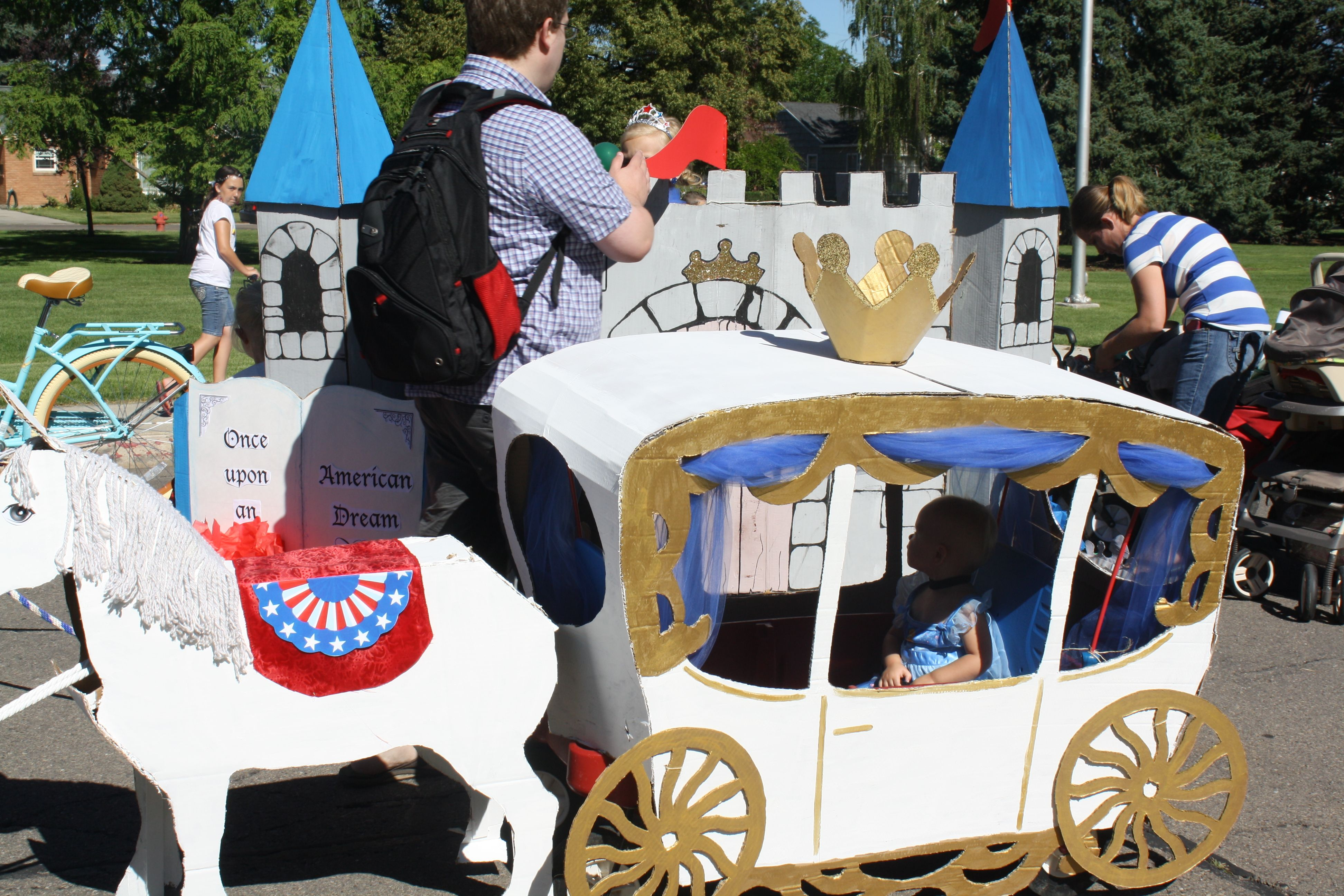Cardboard princess carriage and horse some more pics on for Princess float ideas
