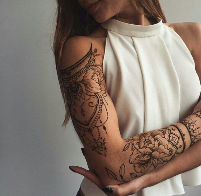 frauen tattoos oberarm