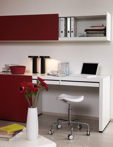praktische möbel für kleine räume: regal mit schreibtisch, Möbel