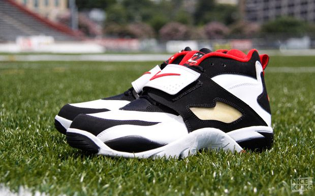 separation shoes 9b0f7 ac19d Who Deion Sanders Shoe Nike Air Diamond Turf Event Nike Commericial  Year 1993