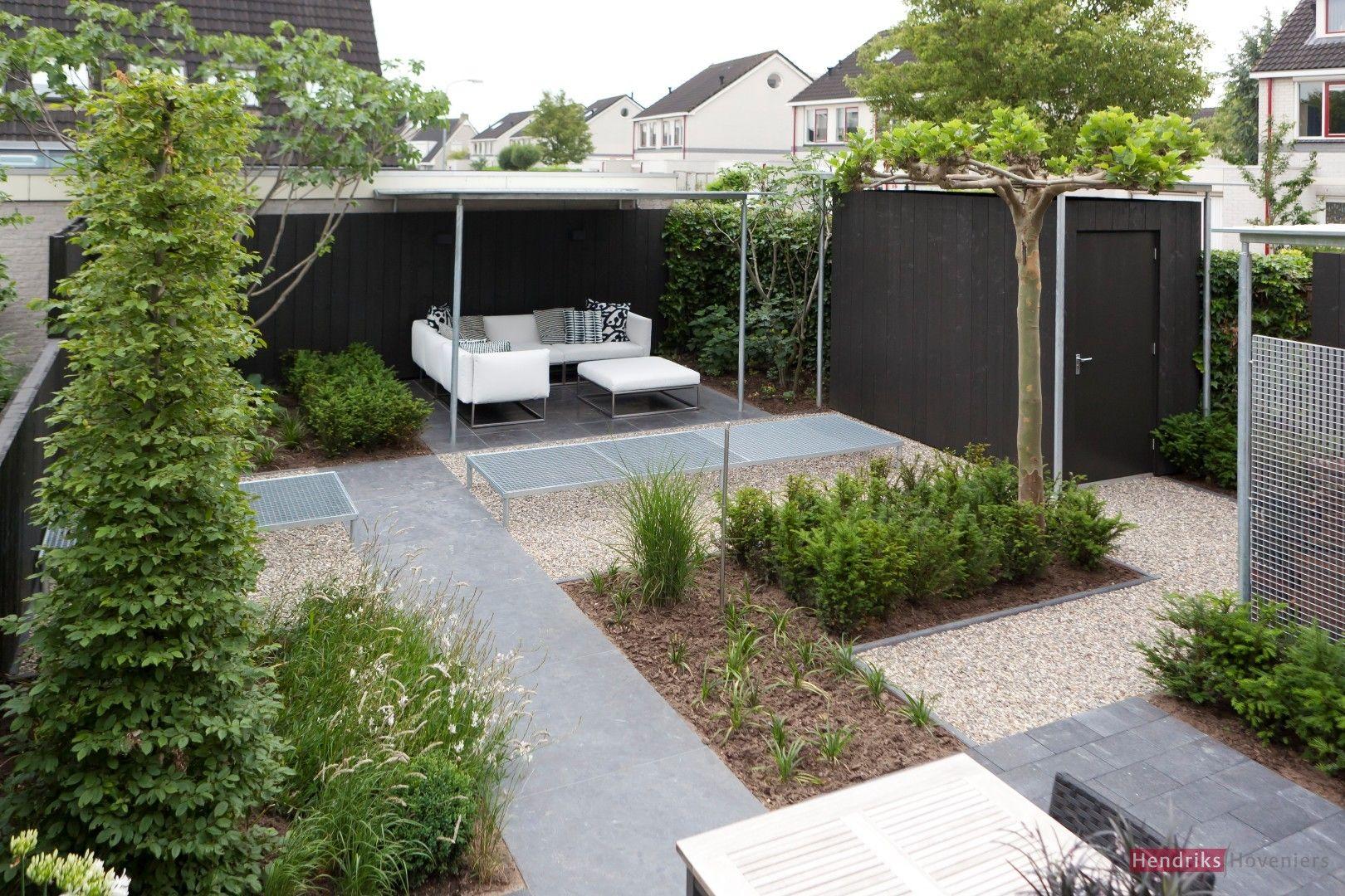 Bij tuinen spreken we tegenwoordig van een moderne tuin als er strakke geometrische vormen en