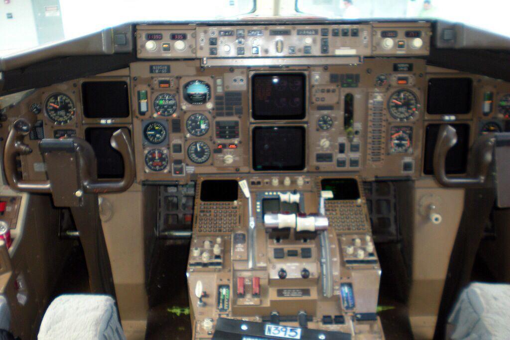 Boeing 767 Cockpit Flight Deck Aviation Aircraft