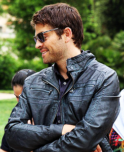 Misha Collins. COULD HE GET ANY CUTER?!<-----don't know, but I LOVE the jacket.