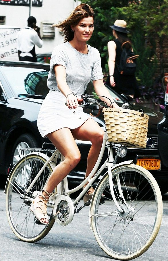 Adorable Bike Riding Outfits From Jessica Alba Kirsten Dunst