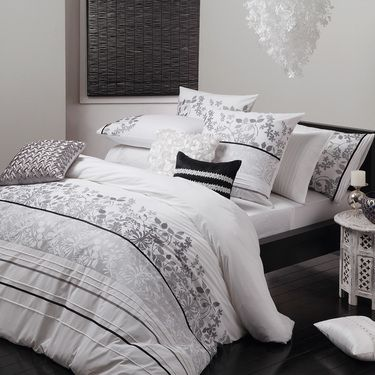 Pin By Emma Owen Pay On Manchester White Quilt Cover Quilt Cover Sets White Quilt