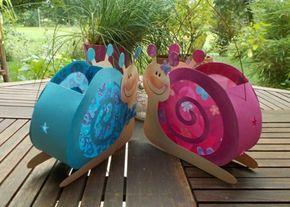 laterne-selber-basteln-papier-schnecken-rosa-blau-basteldraht-transperentpapier-gartentisch #laternebastelnkinder