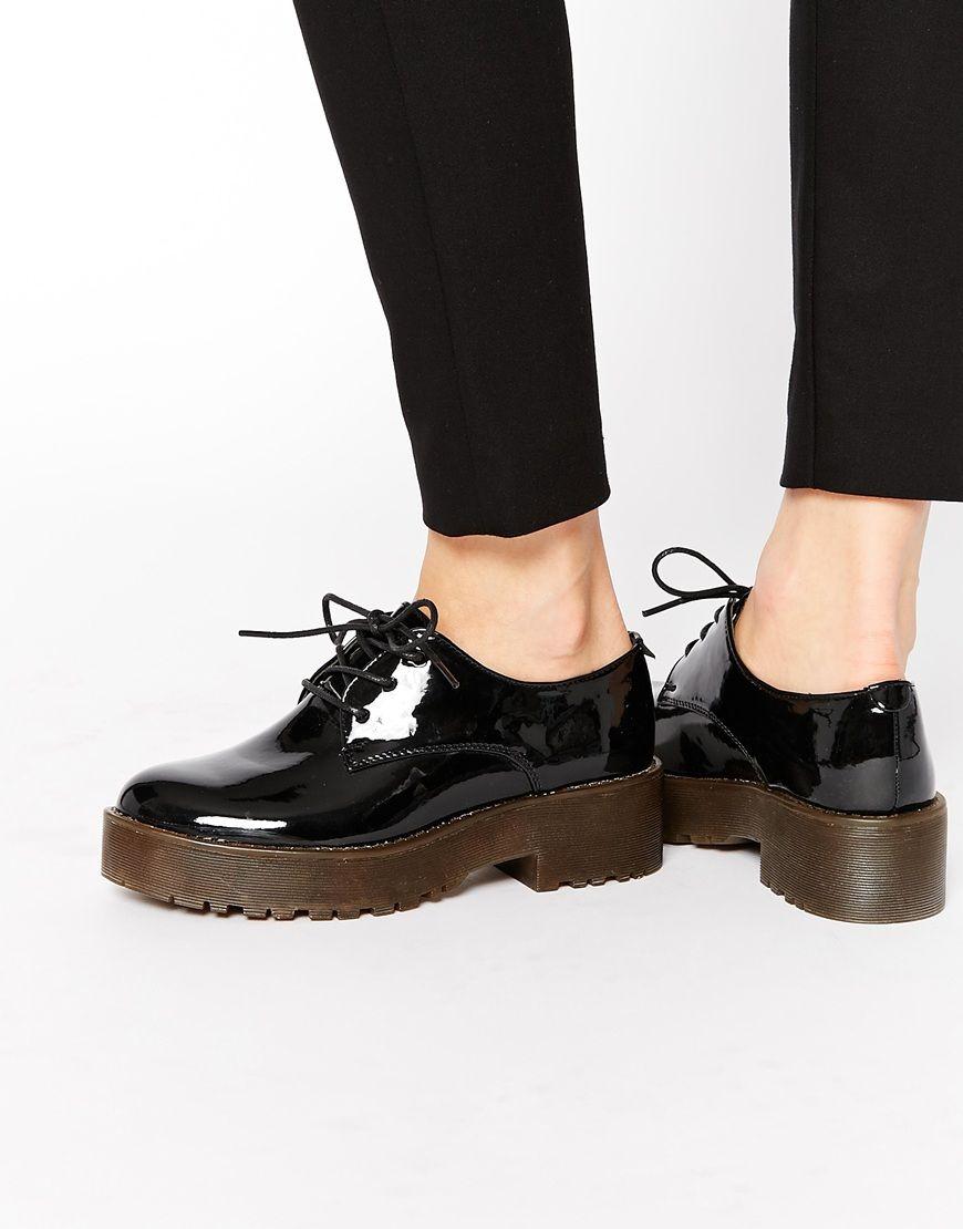 357621526b3 Zapatos de charol negro con plataforma plana de Glamorous