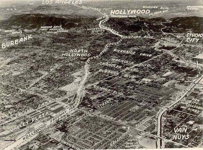 The New Valley Plaza Shopping Center Ca 1951 Was Built In 1951 And At The Time Was The Largest Mall Wes San Fernando Valley Valley City Vintage Los Angeles