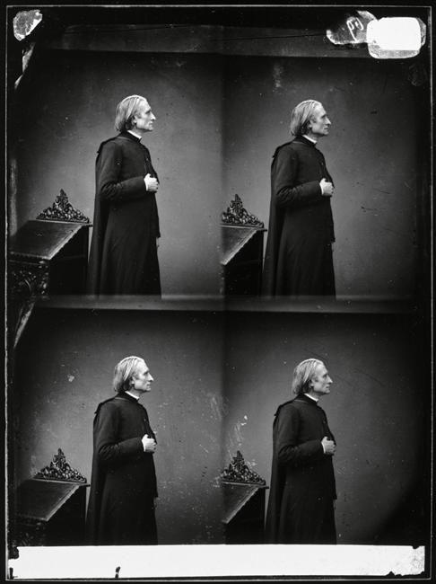 Franz Liszt, 1865 Photographe : Pierre Petit Piano