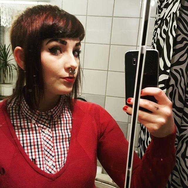 WEBSTA @ misspopcornet - Tog en hel drös bilder i den rena spegeln men blev ändå mest nöjd med bilden i den smutsiga spegeln..