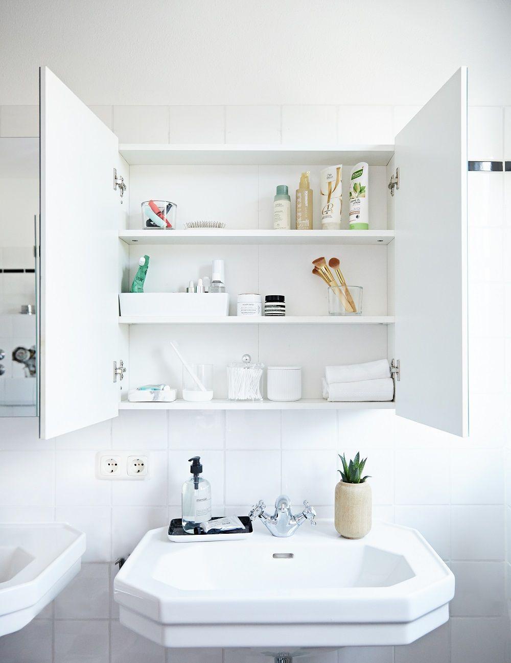 Ordnung Muss Sein Der Perfekte Badezimmerschrank Mit Bildern Badezimmer Fliesen Badezimmer Badezimmer Aufbewahrung