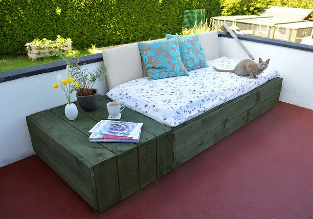 Salon de jardin en palette de bois | Banquette jardin, Jardin en ...