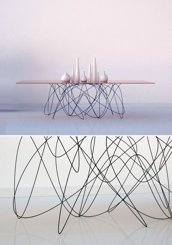 Amazing wire and wood table design - light as a feather #furniture #design  - eine Dinner Tafel für große Runden, deren filigranes Drahtgestell eine Leichtigkeit vermittelt, die einfach Spaß macht