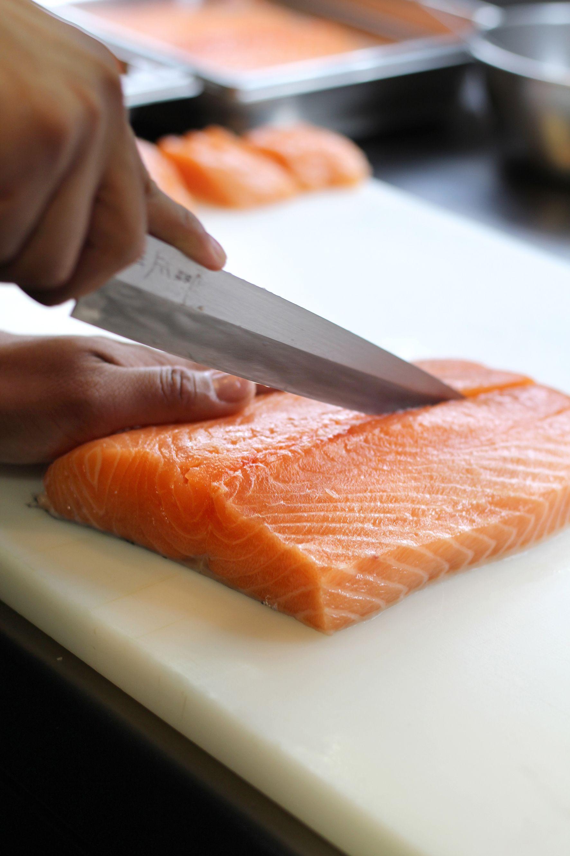 El Mejor Salmon Para El Mejor Sushi Robata Barcelona