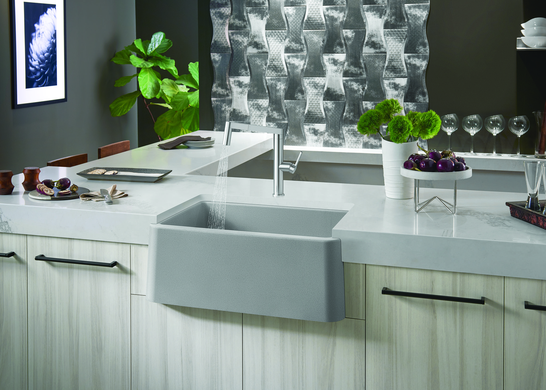 In Small Spaces Large Spaces And Anything In Between Farmhouse Sinks Are The Perfect Addition To Any Kitchen Des Kitchen Design Farmhouse Sink Luxe Interiors