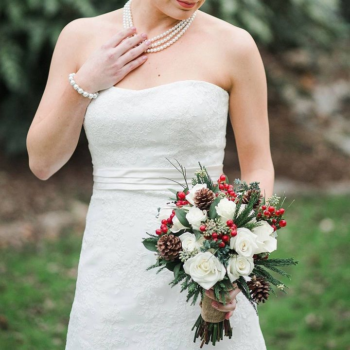 Pine cones + white roses Wedding bouquet ideas for winter | itakeyou.co.uk #winter #bouquet