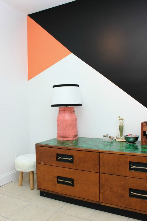 Bold but easy geometric feature wall diy rock stars for Modern flur wandgestaltung hardrock