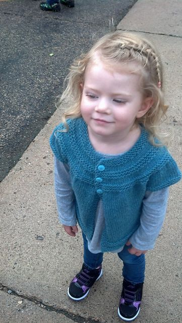 Ravelry: aletas' in threes: a baby cardigan