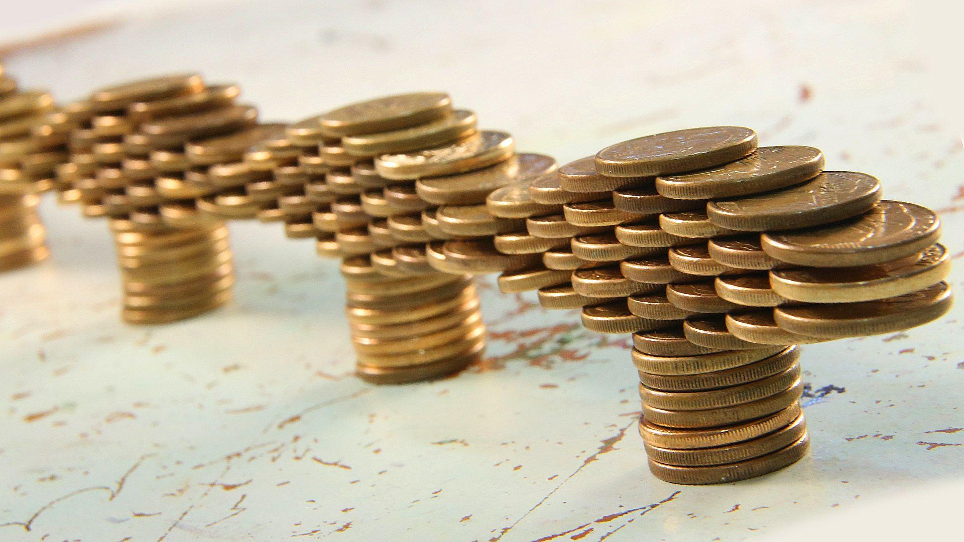 a19ce0d0b0f Veja passo a passo como fazer em casa o experimento da ponte de moedas.  Prepare suas moedinhas e o aprendizado das aulas de física e mãos à obra.