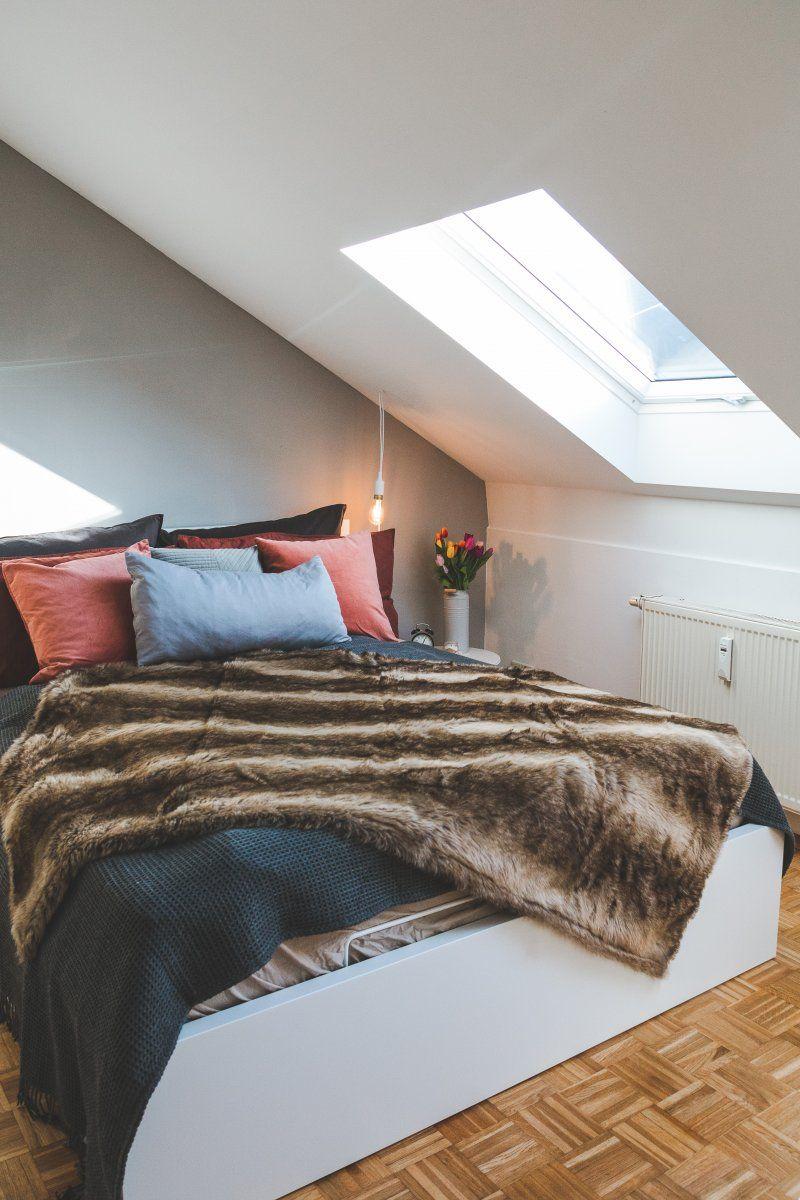 Schlafzimmer modern einrichten in Weiß und Grau mit Alpina Feine Farben Nebel im November #alpinafeinefarben
