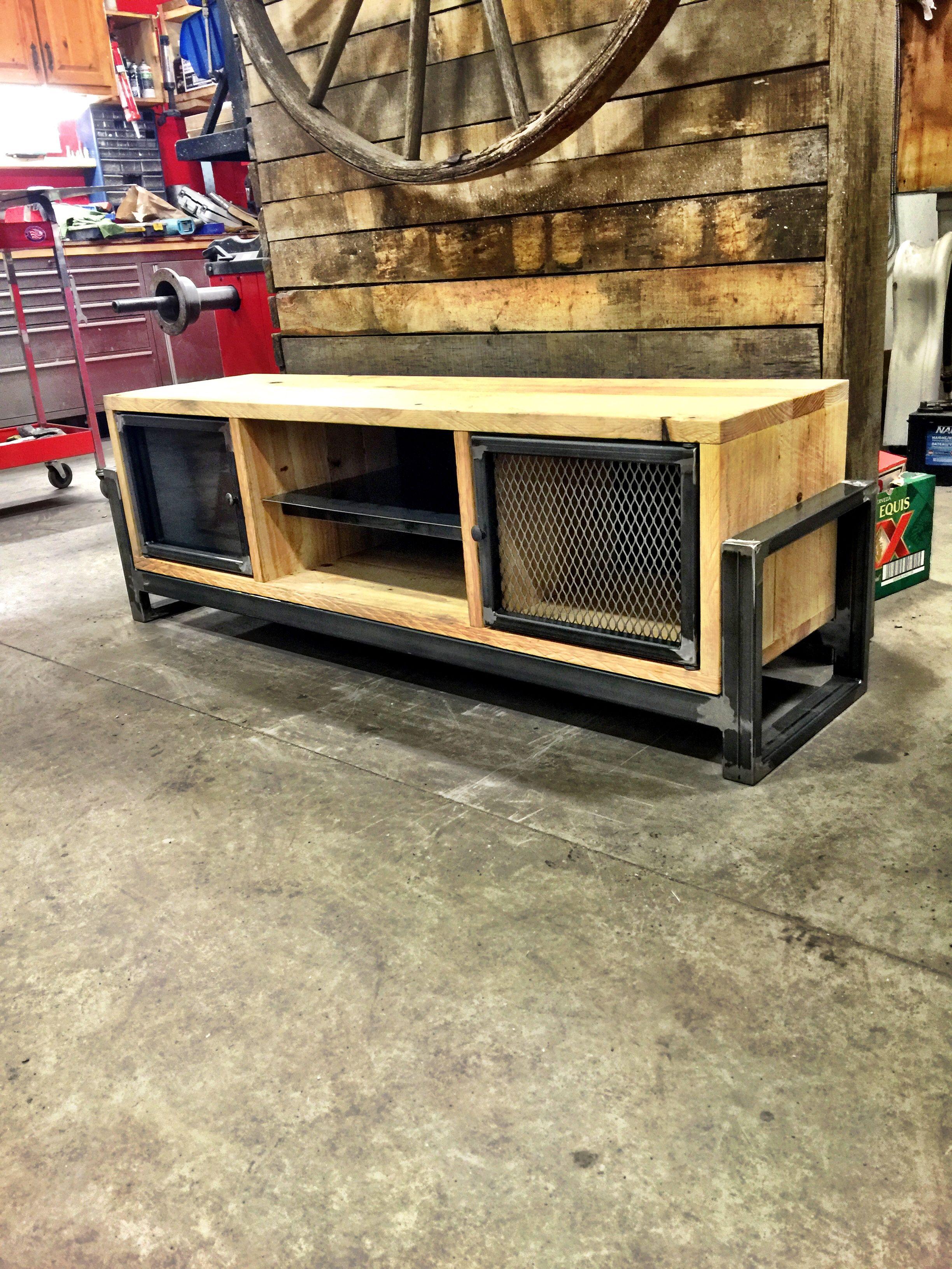 Pin de lecter castillo en tips muebles muebles for Muebles industriales metal baratos