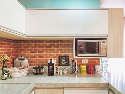 Os tijolinhos foram todos especificados no projeto e são, na verdade, um revestimento da Portobello que imita o material.