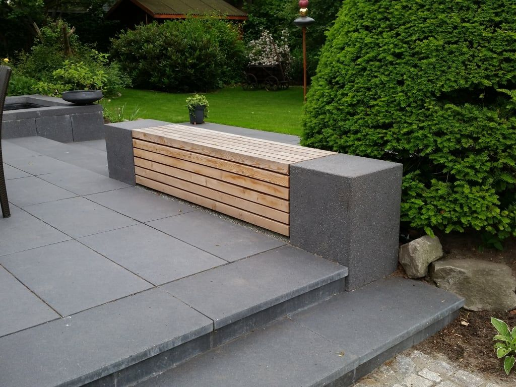 Photo of Sitzgelegenheit aus betonblöcken und leisten aus lärchenholz moderner garten von irene alberts landschaftsarchitektin modern holz holznachbildung | homify