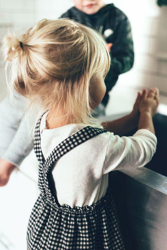 So Süß! Das Kleidchen und die Haare! #winterfamilyphotography