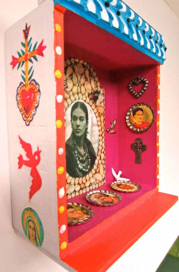 Frieda Nicho. I am intrigued with the tilted side edges..... - Box art, Mexican crafts, Shrines art - 웹