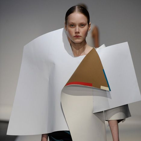 Sculptural Fashion With Overlapping Fabrics Graphic Silhouette Conceptual Fashion Design M Conceptual Fashion London College Of Fashion Geometric Fashion