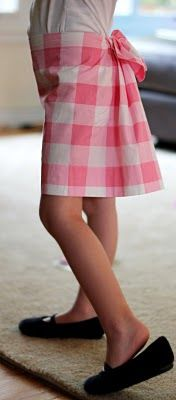 Bustle-back skirt for a munchkin...I have neither munchkins nor time, but this is SO cute.
