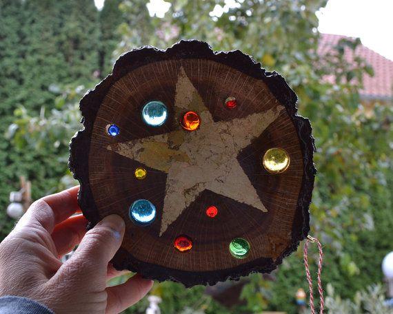 Sun catcher baumscheiben sonnenf nger mit glassteinen stern xmas pinterest sonnenf nger - Basteln mit baumscheiben weihnachten ...