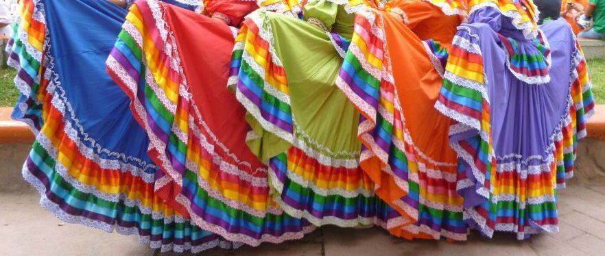 fotos oficiales 5b146 ecae7 Faldas típicas de Jalisco   Colores de México   Mexico ...