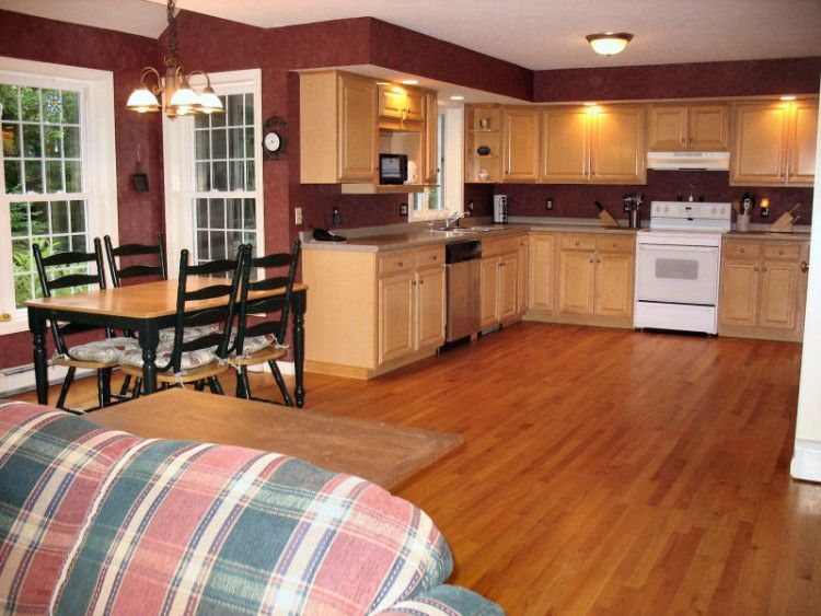 Paint colors with medium oak cabinets kitchen paint for Best color paint for kitchen cabinets