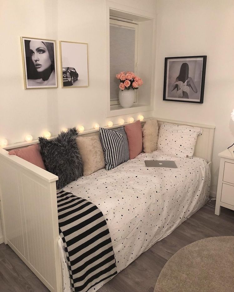Jocelyne | Beautiful dorm room, Dorm room decor, Wall ...